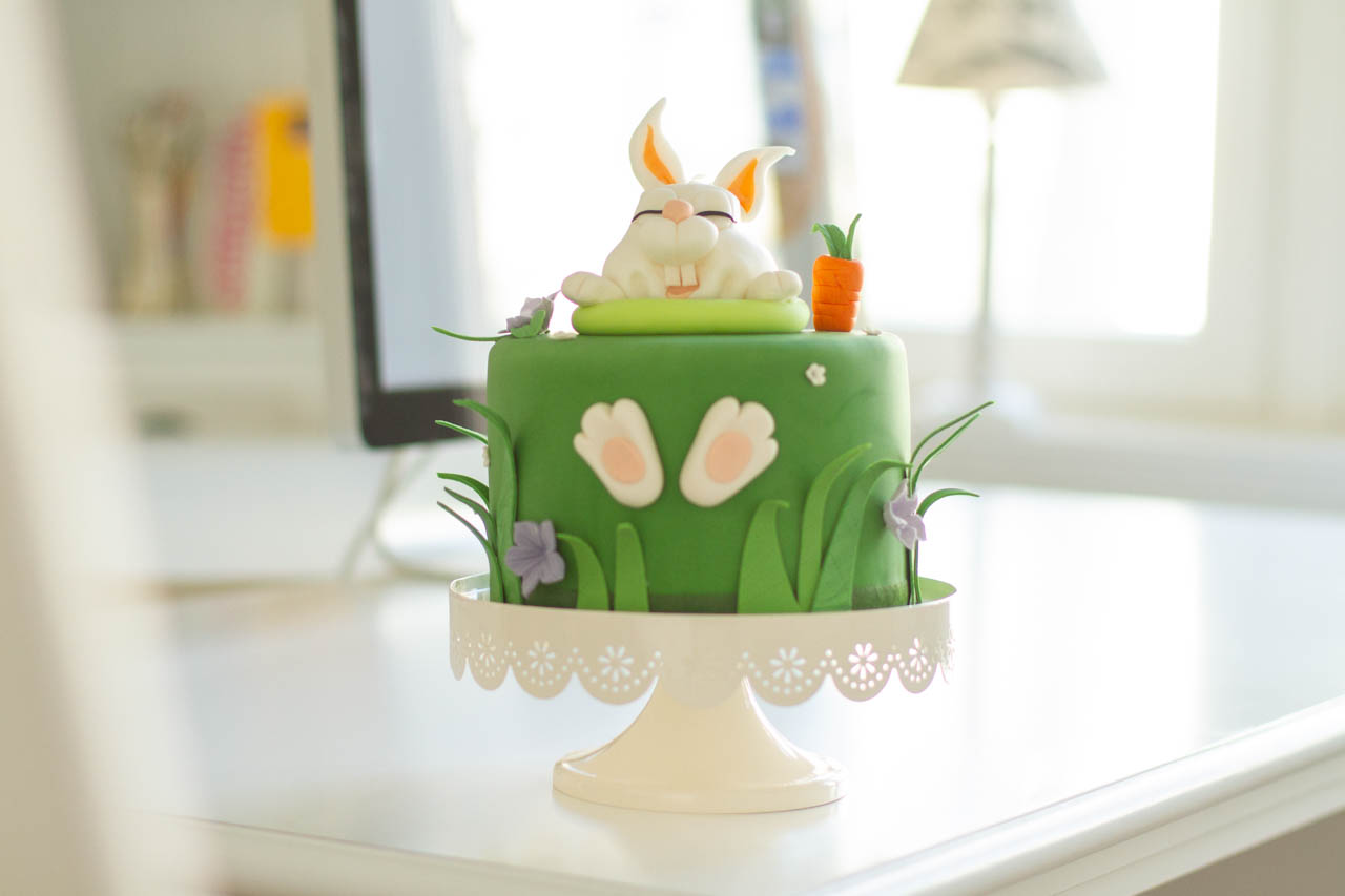 Anleitung: Oster-Torte mit Fondant-Hase