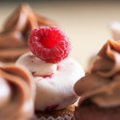 Küchen-Miezen · Back- & Foodblog · Rezept · Schokoladen- / Himbeer-Cupcakes