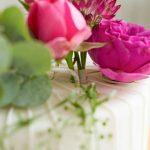 Torten mit echten Blumen dekorieren