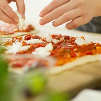 Küchen-Miezen · Back- & Foodblog · Rezept · Selbstgemachter Pizzateig · Pizza · Wochenmarkt Minden
