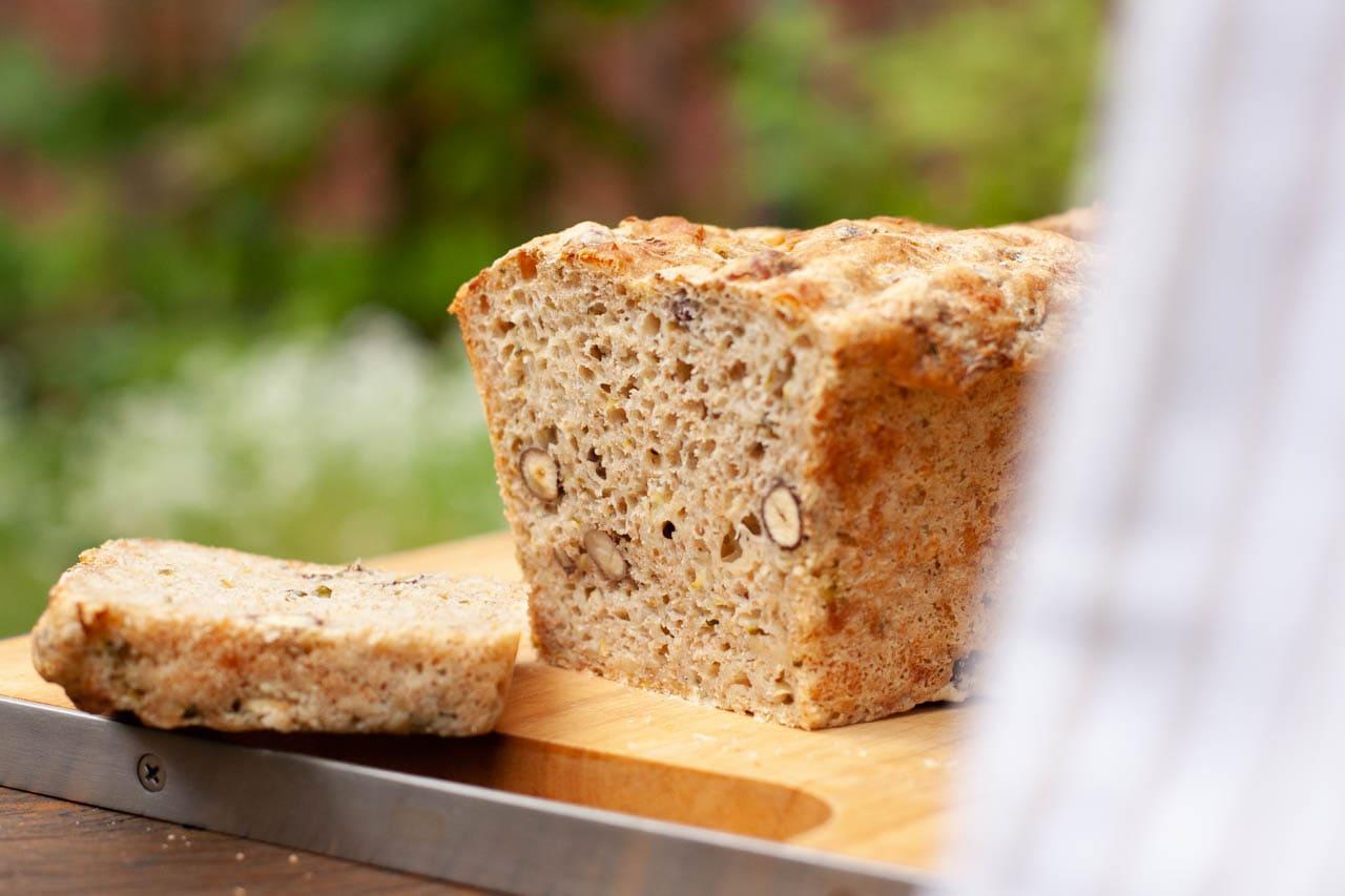 Zucchini-Dinkel-Brot mit Nüssen