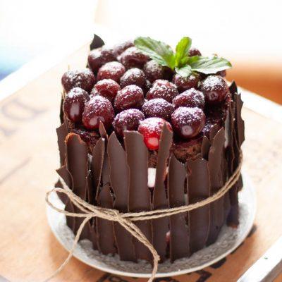 Küchen-Miezen · Back- & Foodblog · Rezept · Schwarzwälder-Kirsch-Törtchen mit Schokoladen-Splittern - Rezept ohne Alkohol
