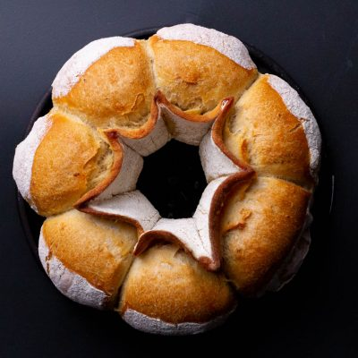 Küchen-Miezen · Back- & Foodblog · Rezept: Brotkranz / Kronenbrot · Brötchenkranz mit wenig Hefe