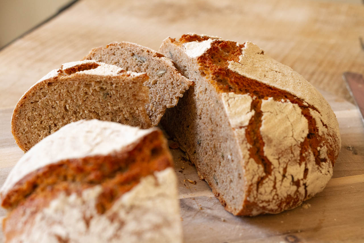 Dinkel-Roggen-Brot mit Kürbiskernen